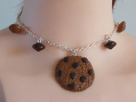 Collier Cookie et ces pépites de chocolat en fimo : Collier par jl-bijoux-creation