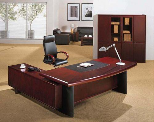 How to select high quality executive tables Delhi with excellent finish and refinement?