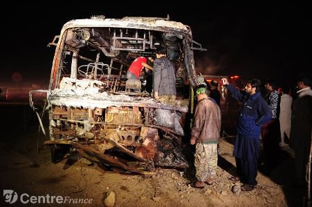 Pakistan: 57 morts dans une collision entre un autocar et un camion-citerne