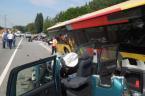 Un bus dévie de sa route à Grez-Doiceau: un mort et deux blessés graves (vidéo)
