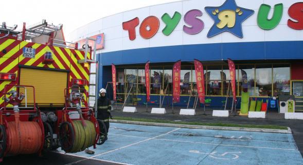 Sequedin: début d'incendie, ce matin, au magasin Toys'R'Us