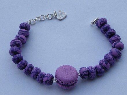 Bracelet macaron et ses perles violettes en fimo