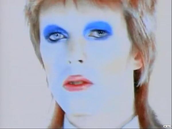 Life on Mars? - David Bowie nous entraîne peu à peu dans une autre perception du réel.