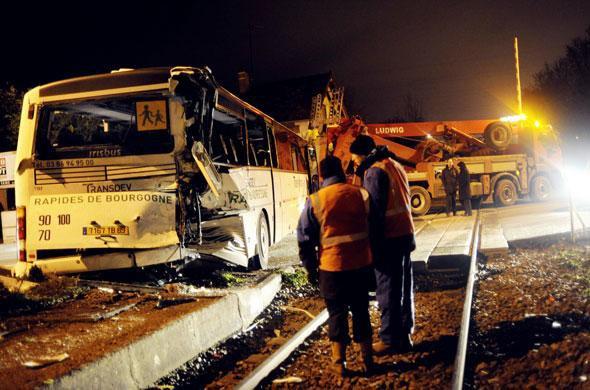 Yonne: Dix-huit blessés dans la collision d'un TER et un bus scolaire