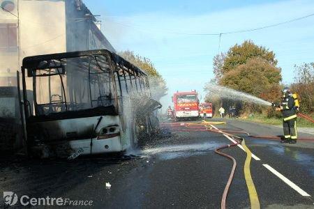 Charente limousine : un bus transportant des enfants prend feu (actualisé)