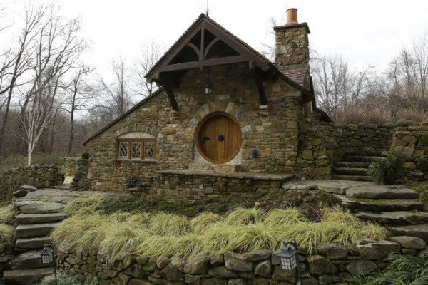 Architect Builds Hobbit House For Wealthy Tolkien Fan