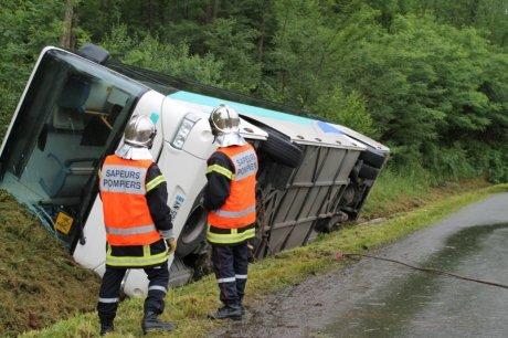 Landes : un bus scolaire se renverse à Montfort-en-Chalosse