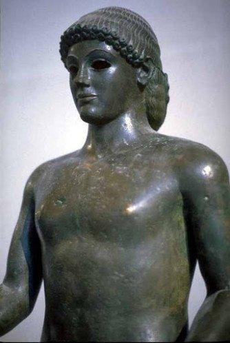 La musique est associée au Dieu Apollon, dieu solaire bienveillant mais aussi sanguinaire