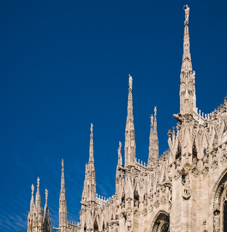 Luxury car rental with driver in Milan