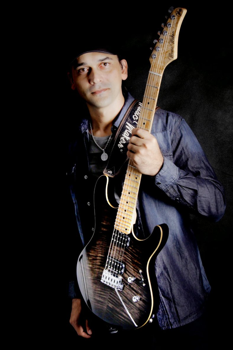 Dallton Santos - guitarist I Official Website: Dallton Santos