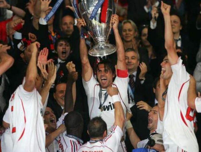 Plus qu'une équipe Ac Milan (l) (l) (l)