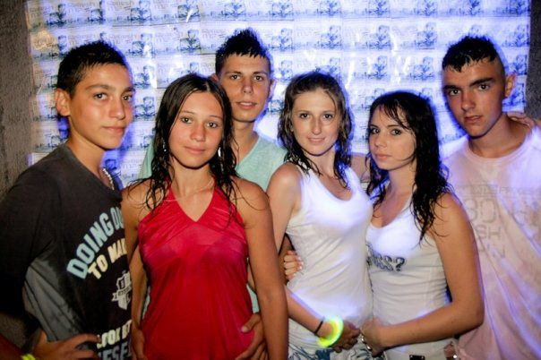 Mickael ; anthony ; Julie : Moi ; Clemence : Kevin