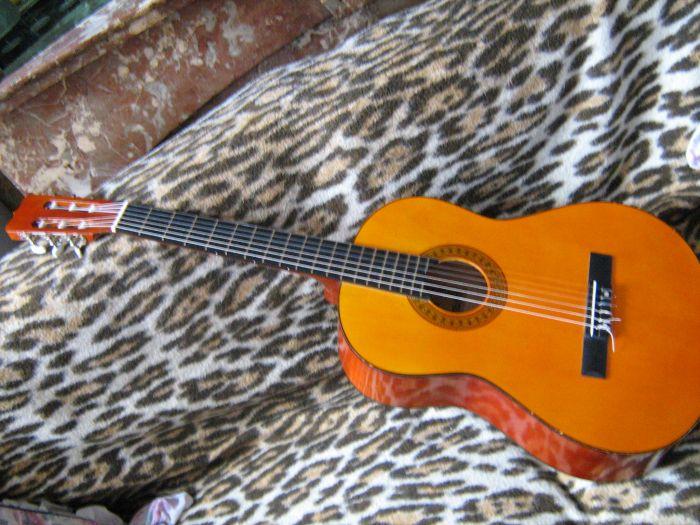 guitar accoustique sevilla ( la mienne )