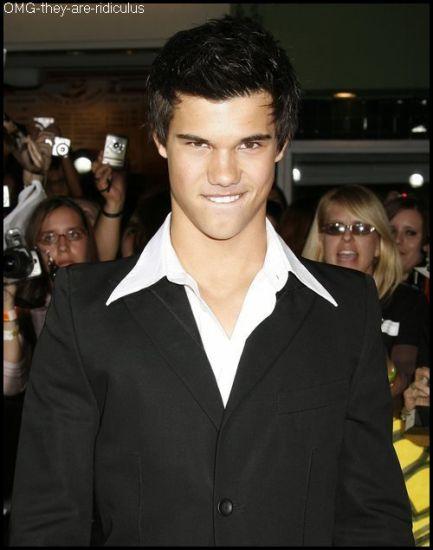 >> Taylor Lautner , Le Plus Beau  * . ( L ) .