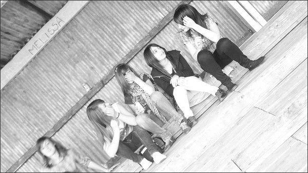 Moi , Celia , Nora & Amandine .