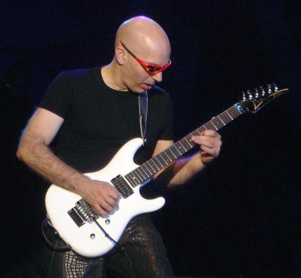 Joe Satriani : Guitard