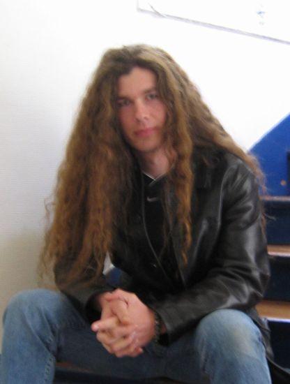 1996 , cheveux jusqu'au bas du dos