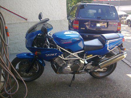 la moto pour les ballades; TRX850