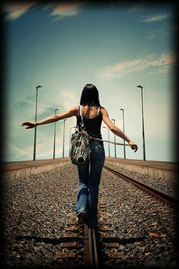 Ne regarde pas en arrière Sert toi du passé pour avancer....