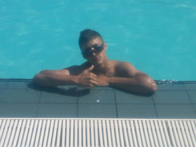 Dn une piscine O bled