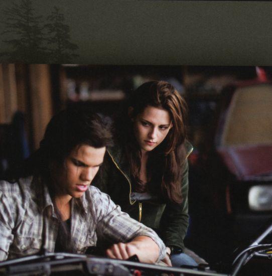 Jake et Bella dans le garage
