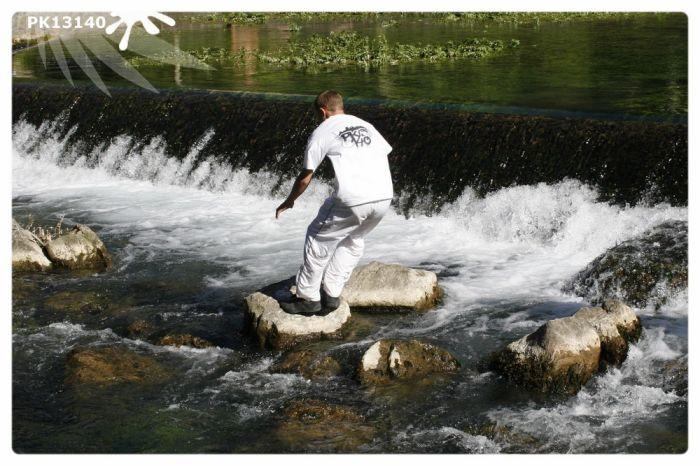 Saut de précision à Fontaine du Vaucluse ( Moi )