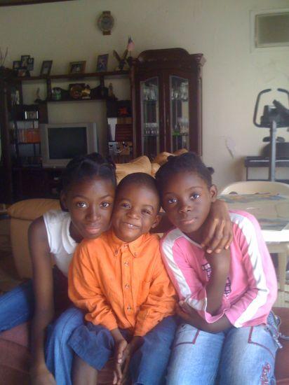 frères et soeurs.De g. à d. :moi, mon frère et ma soeur