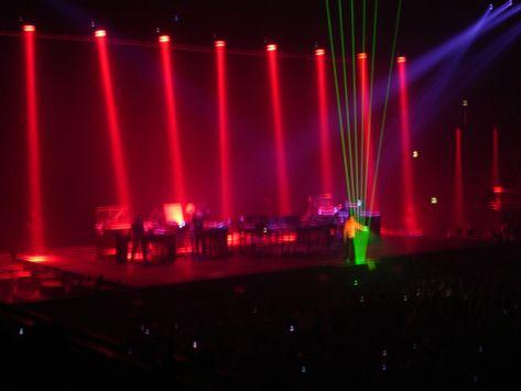 """Jarre In-doors: des lasers et des """"colonnes"""" de lumière."""