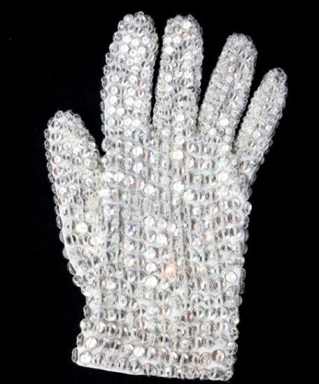 le fameux gant aux pierres précieuses de michael jackson