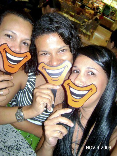 Eu e minhas irmãs no Mc Donald's