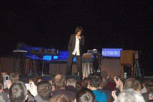 Jean Michel présente les instruments d'Oxygène Tour 2008