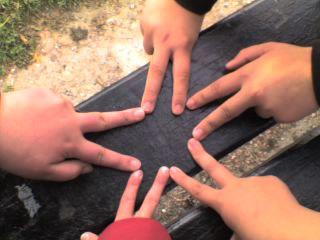 Nos mains qui représente une étoile