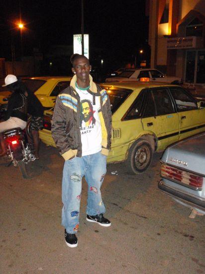 devant le cinema Babemba