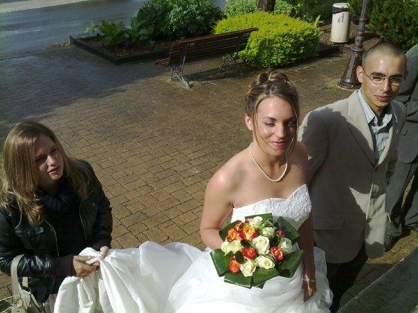 moi en noir ma soeur la marié pui mon frére en costar