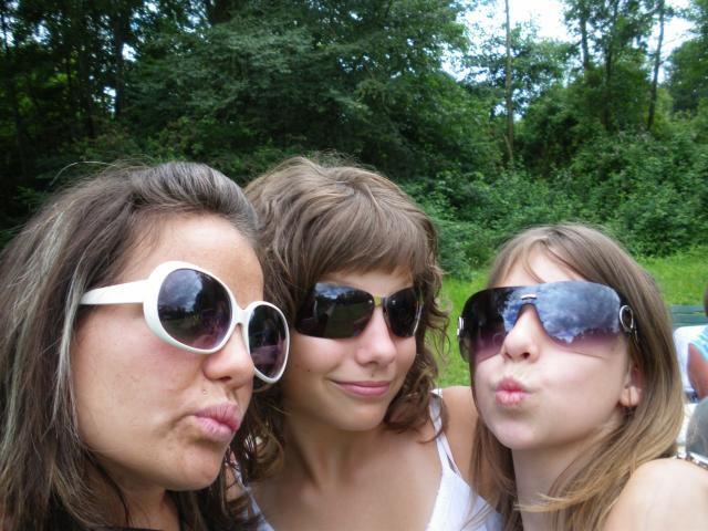 ma cousine Amandine et ma cousine Mélanie et moi!!!