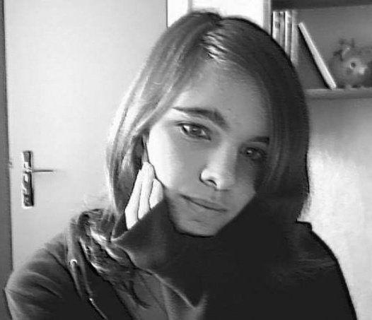 Aliine, une fille tellement parfaite. Grande soeur <.3
