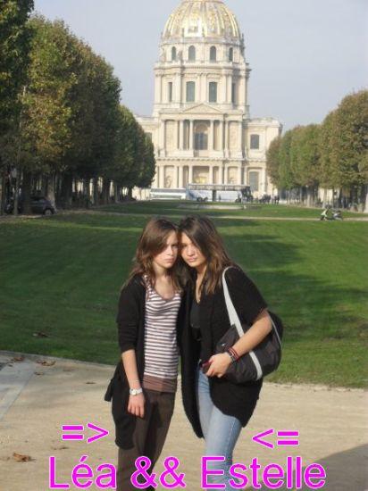 Moi (a gauche) & ma soeur Estelle