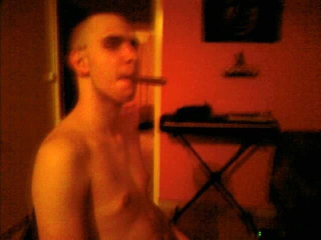 moi fumant un pti cigare chez ma femme