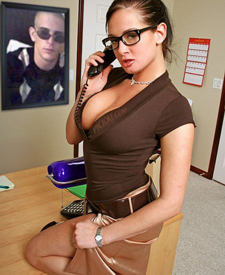 moi dans le buro d un secretaire kom koi jlai attir toute