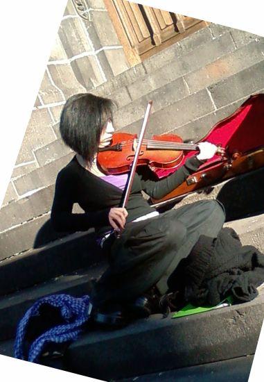 *-* magnifique avec son violon ^^ ausi bo a ecoté ka regader