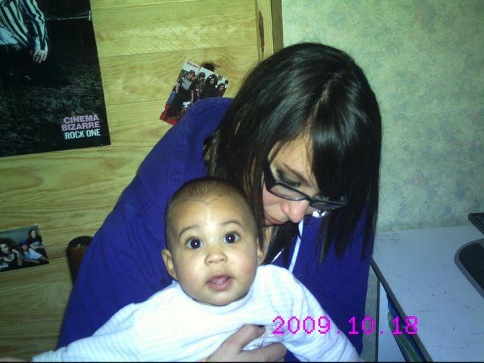 moi & Izayah (L' dans les bras de sa tati ^^ xD