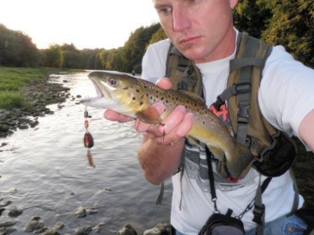 Pêche de la truite à la cuillière