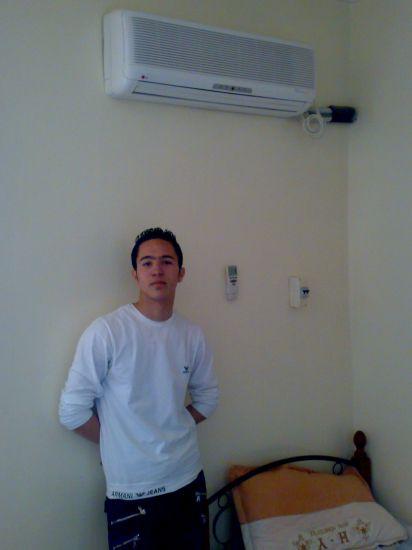Je suis dans ma chambre