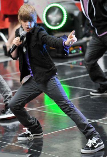 il danse trOp bien :)..!