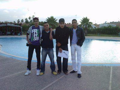 moi et mes amis dans la piscine