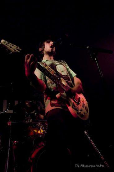Pierre (chant & guitare rythmique)