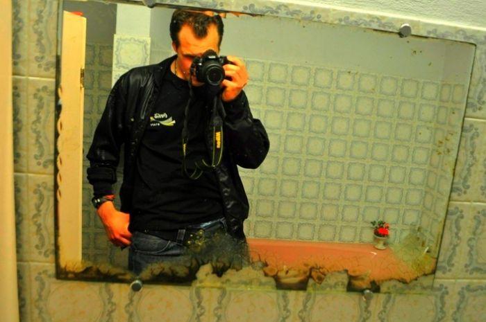 reflet miroir dans sallle de bain , chez grand parents