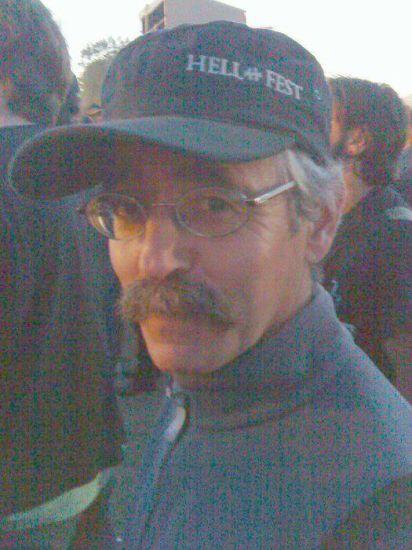 moi au Hellfest 2010 en attendant alice cooper