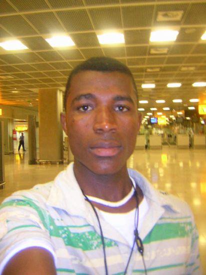 je suis tjr à l'aeroport à Marseille