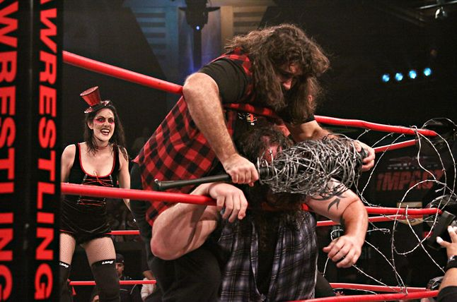 Mick foley barbed wire sur Abyss